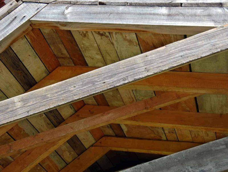dach jetkowy 800x604 - Dach jętkowy: budowa, koszt, oraz zalety i wady dachów jętkowych
