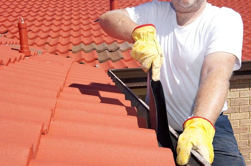 Jak pomalować dach krok po kroku?