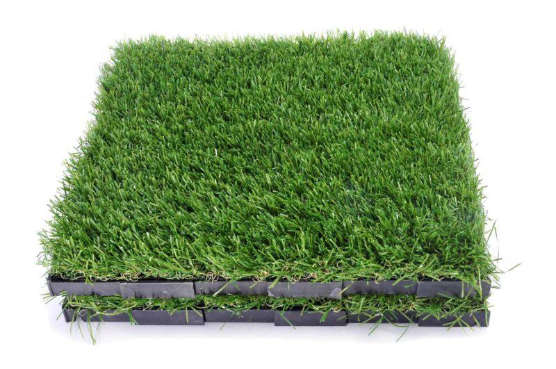 sztuczna trawa 800x531 - Sztuczna trawa: parametry, cena i montaż [KROK PO KROKU]