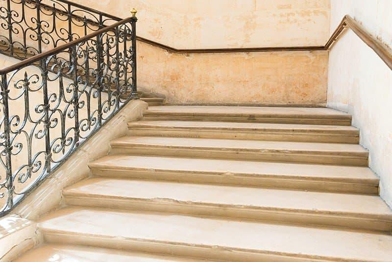 Jakie funkcje spełnia balustrada