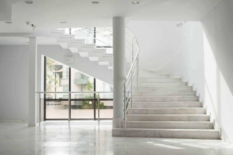 balustrady 800x534 - Balustrady: rodzaje, zastosowanie, cena i montaż [krok po kroku]