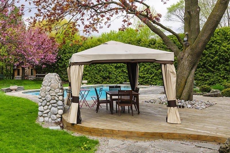 namiot ogrodowy 800x533 - Namiot ogrodowy: rodzaje, cena, oraz zalety i wady namiotów