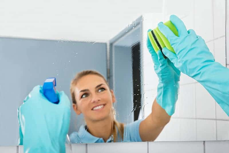 Lustra do domu: jakie wybierać do łazienki, salonu i przedpokoju?
