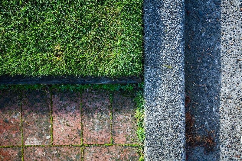 Co to są obrzeża trawnikowe i kiedy się je stosuje?