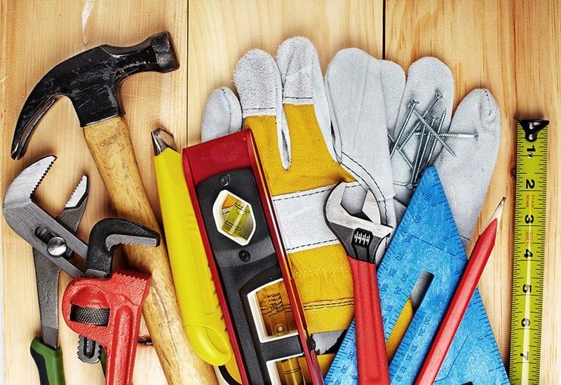 Preparaty i narzędzia do renowacji mebli
