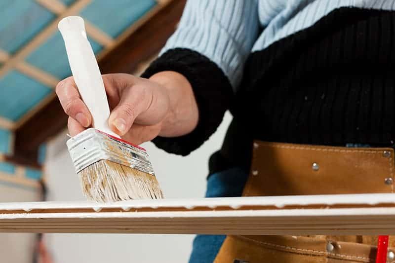 Renowacja mebli drewnianych krok po kroku