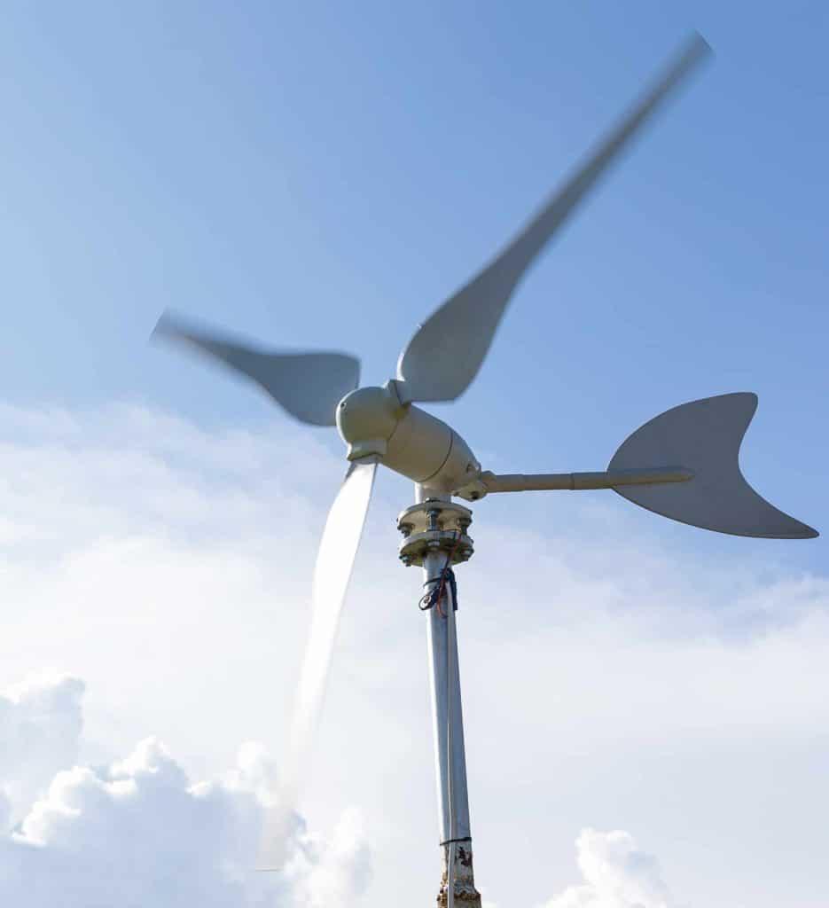 Czym jest przydomowa elektrownia wiatrowa?