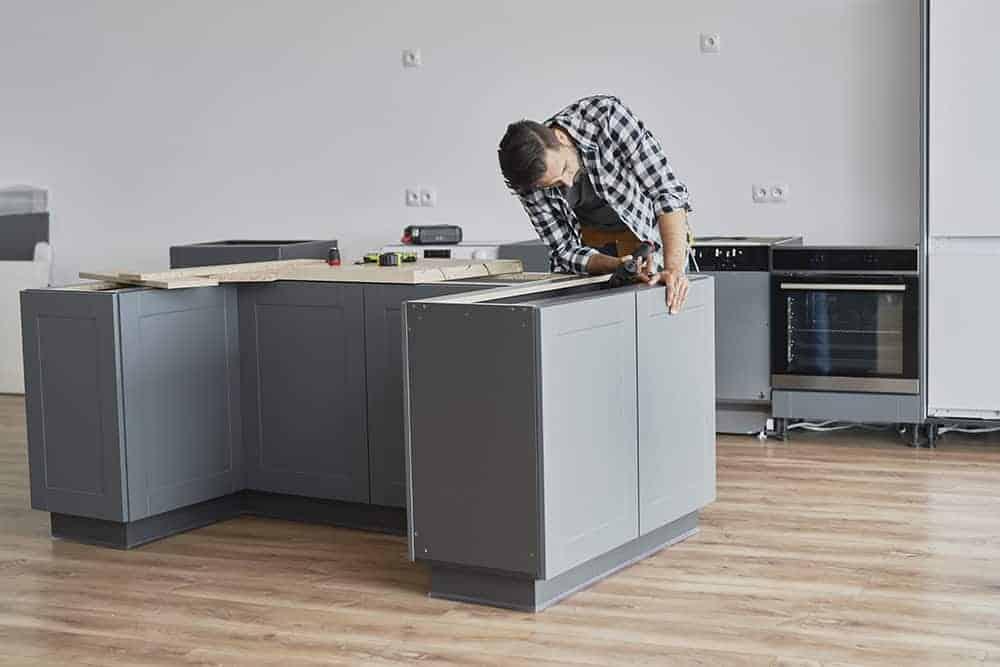 Jak montować uchwyty do mebli kuchennych - krok po kroku