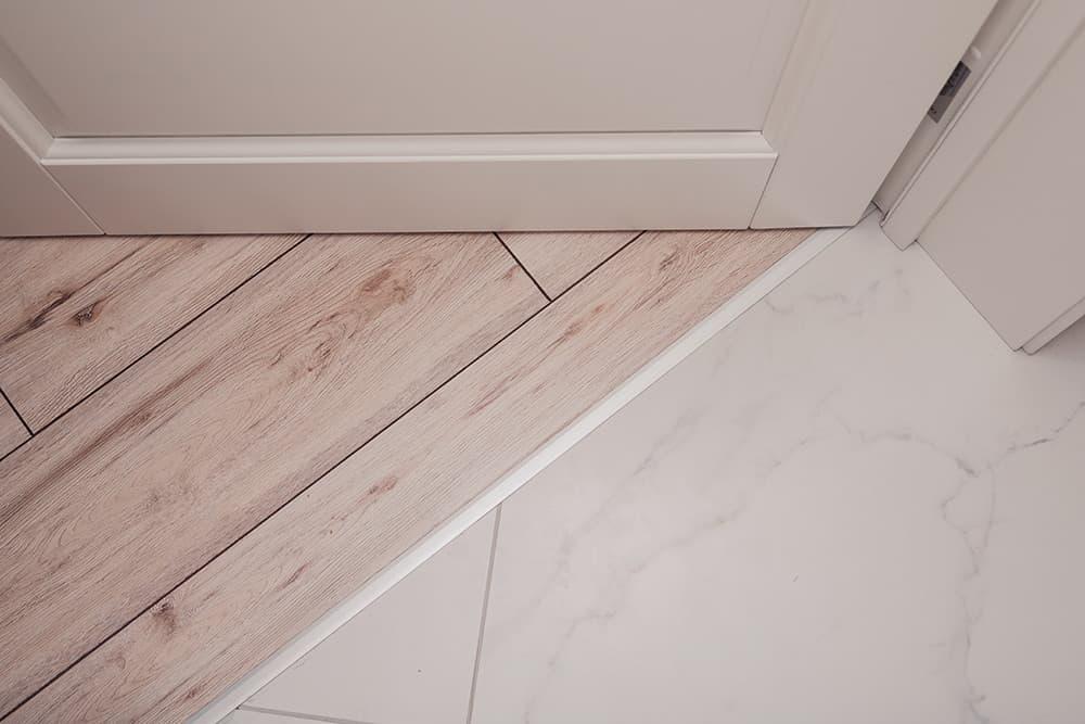 Płytki drewnopodobne – gres i terakota