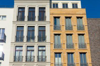 Balkon francuski: rodzaje, cena i montaż balkonu [krok po kroku]